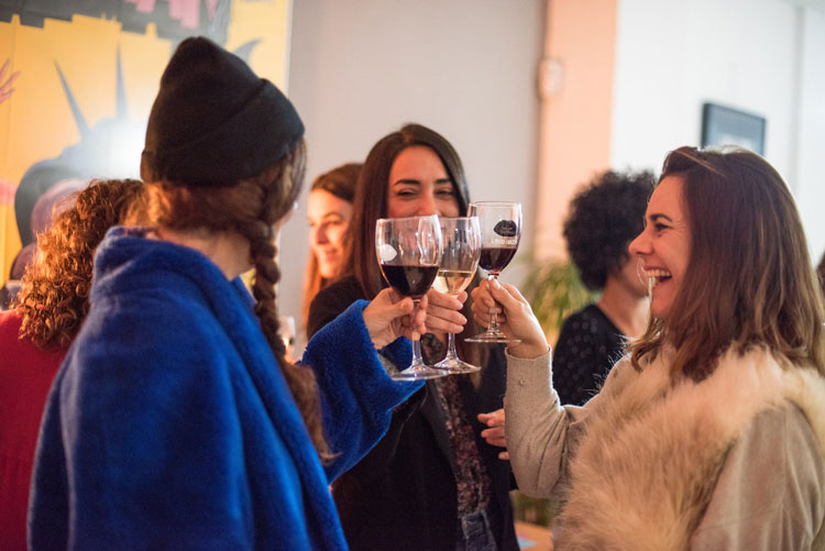 Mujeres en Ladies, Wine & Design