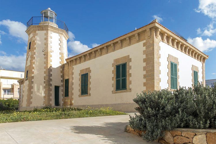 Faro de Ses Coves Blanques - Ses Coves Blanques Lighthouse